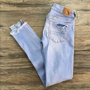 American Eagle Super Low Jegging Distressed